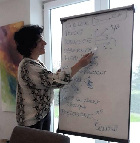 Gaetana Vastamente qui enseigne sa formation eft certifiante